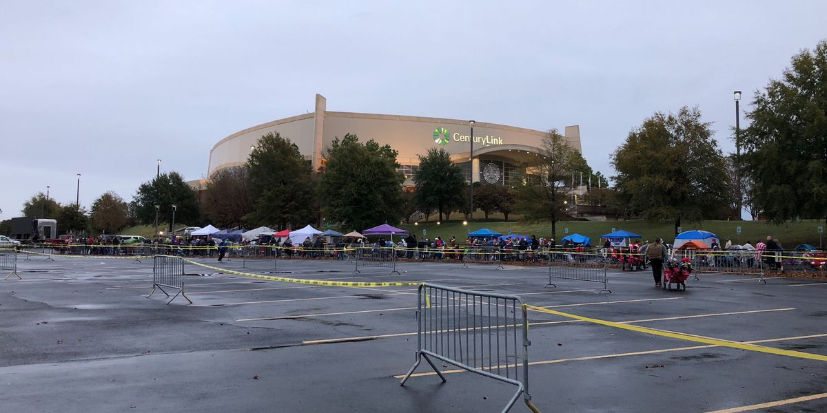 Lines form outside CenturyLink Center ahead of POTUS rally