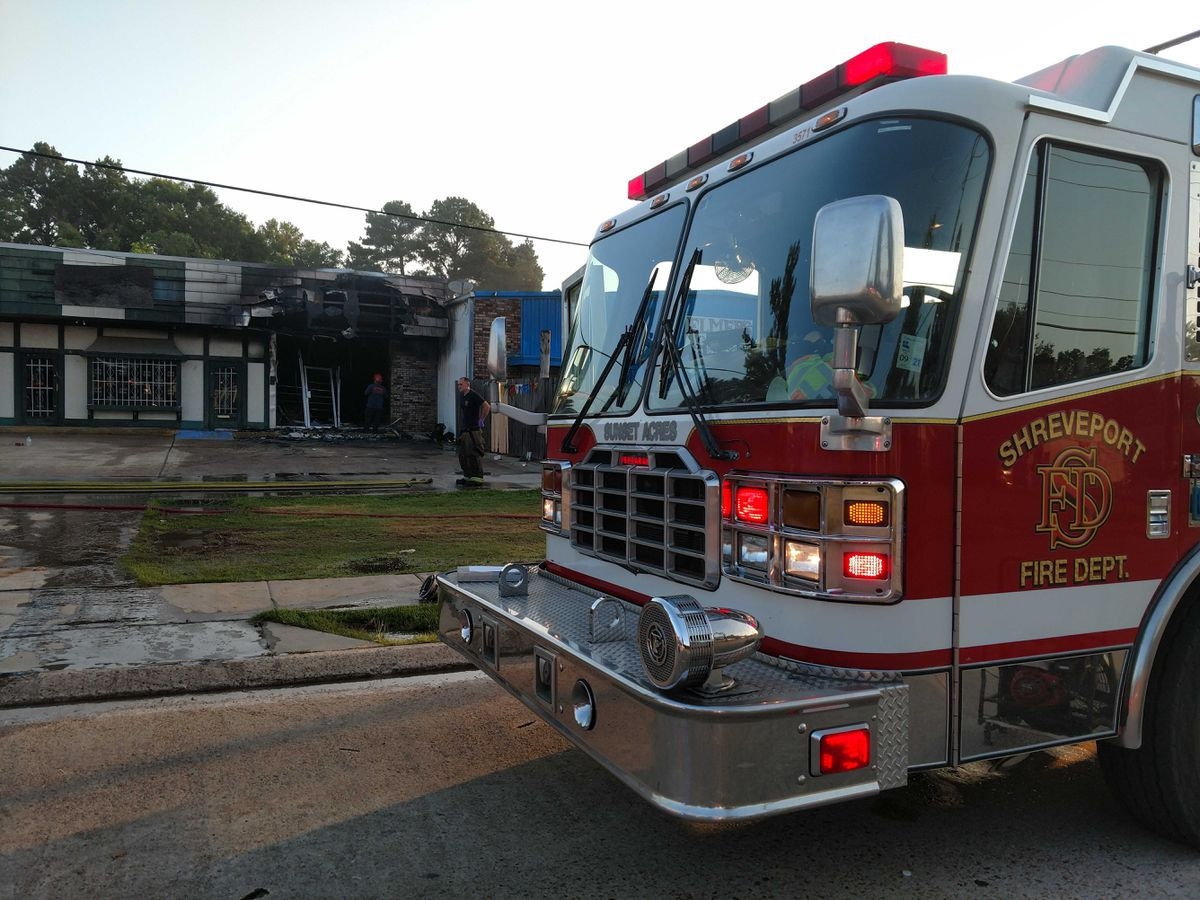 SFD fights early morning building fire