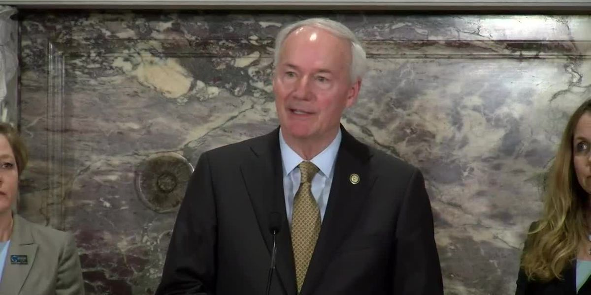 Report: Gov. Hutchinson to make announcement Monday on school year
