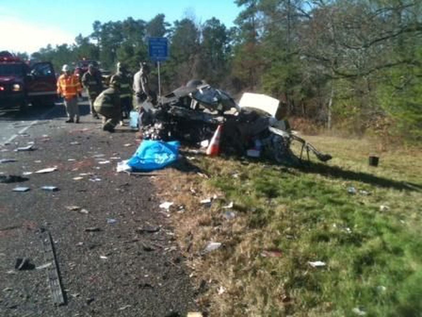 One killed, Highway 8 shut down in Bowie Co  fatal wreck