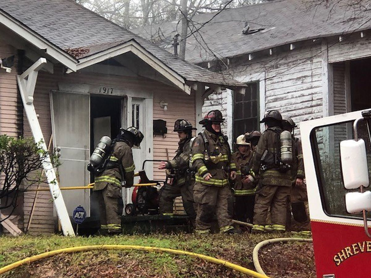 Fire burns house in Shreveport