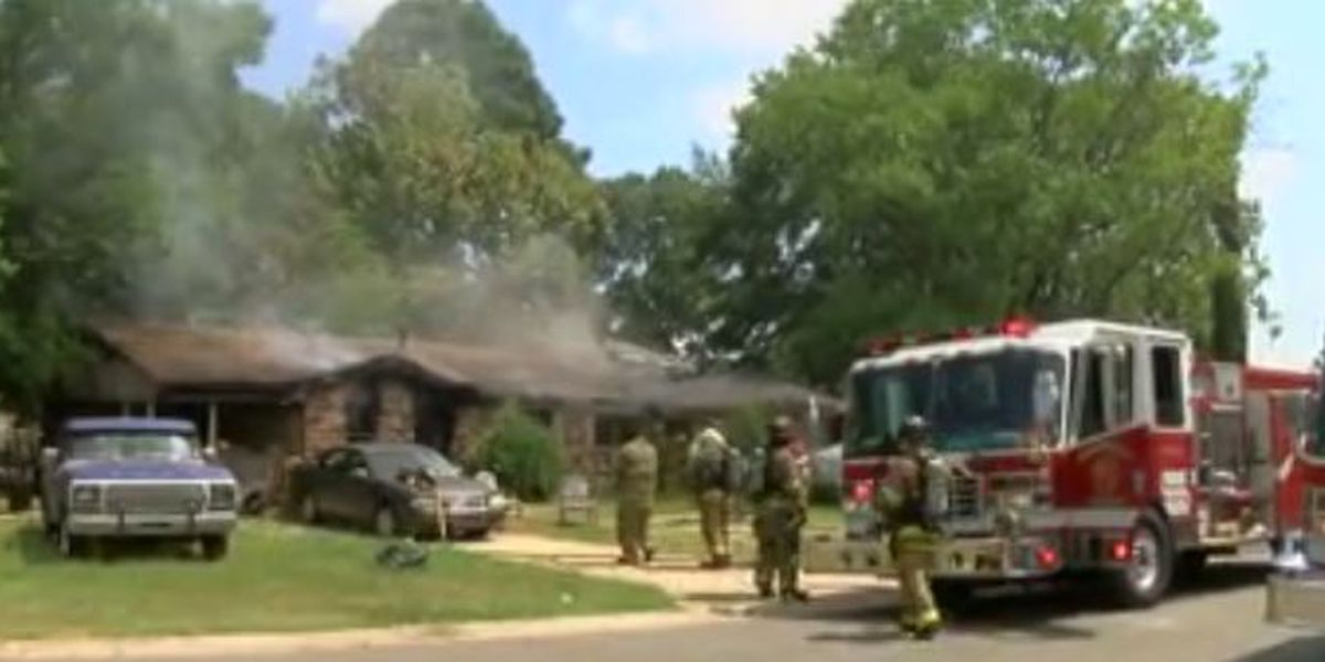 Shreveport family of 3 loses home in midday blaze