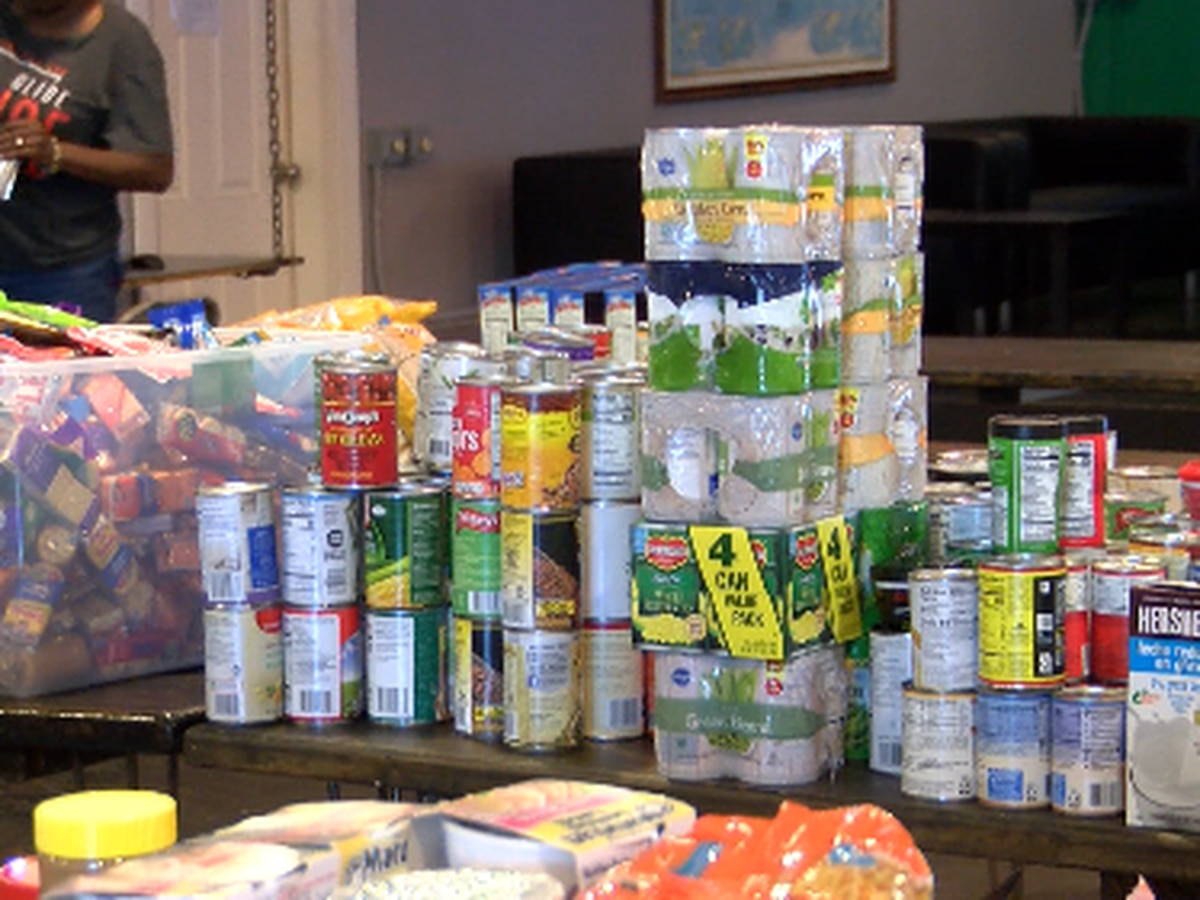 Shreve Memorial Library partners with the Hub to fill food pantry