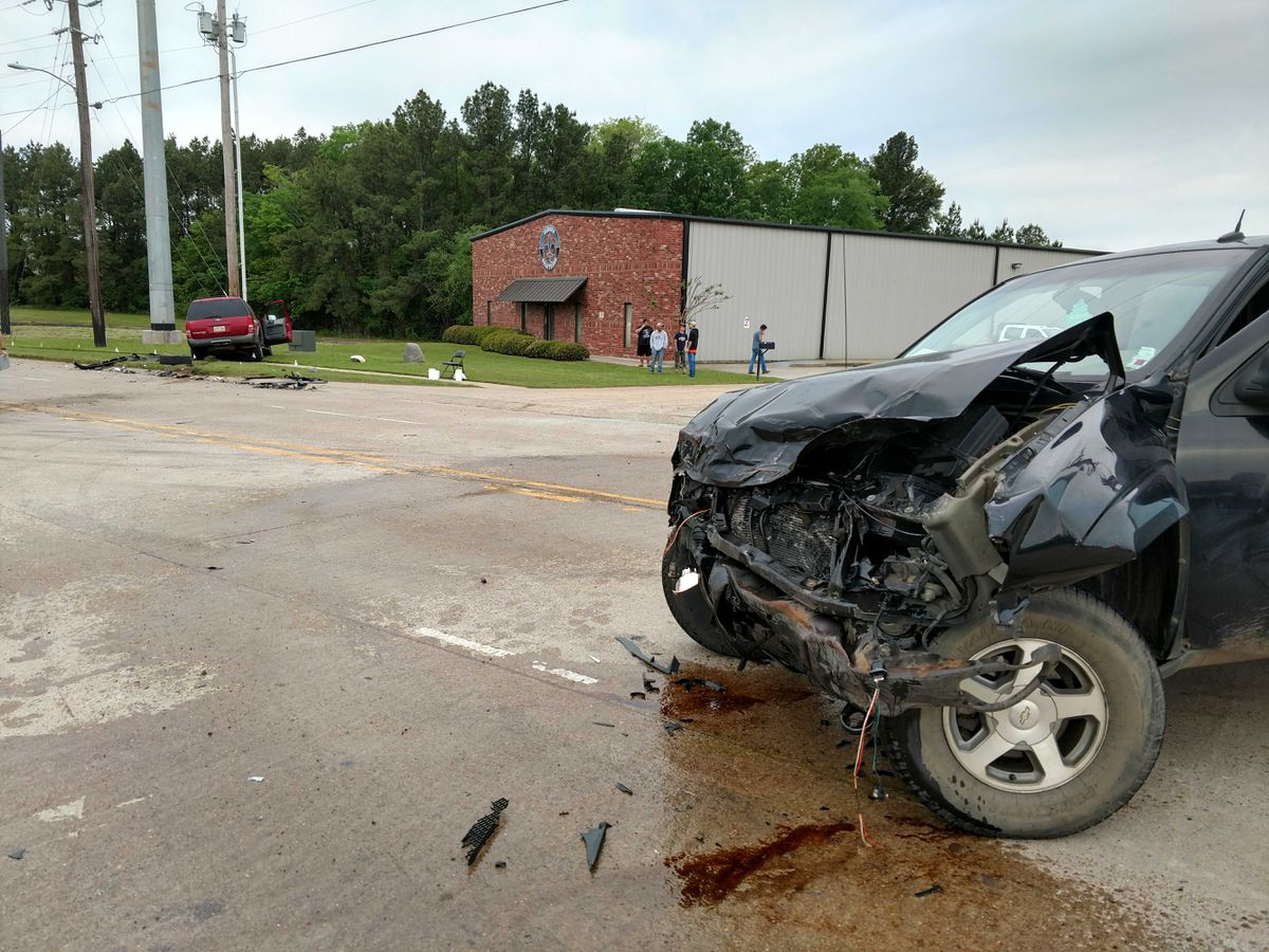Rollover crash shuts down busy road in Shreveport
