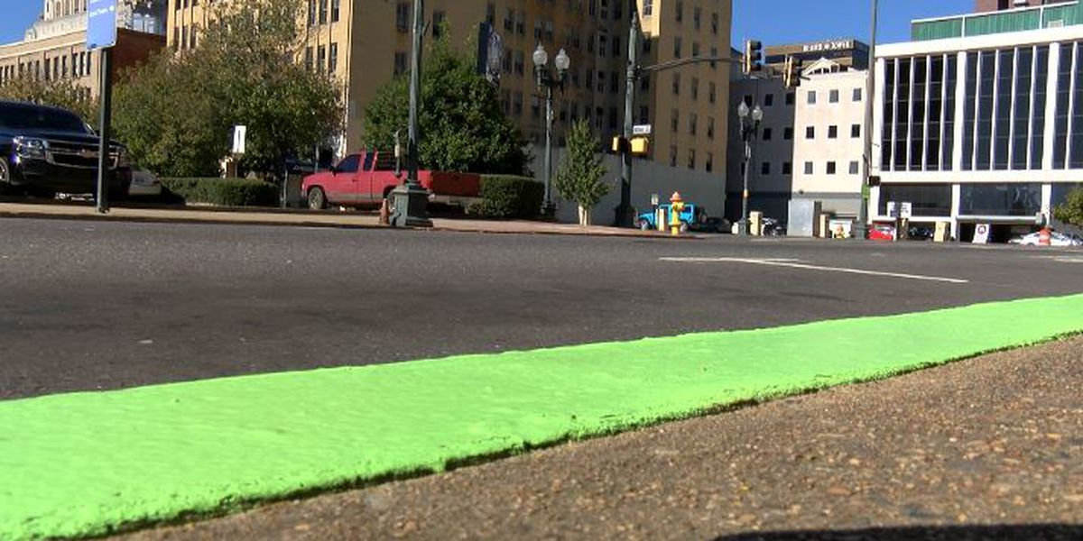 ShrevePark painting curbs green to remind people to pay for downtown parking