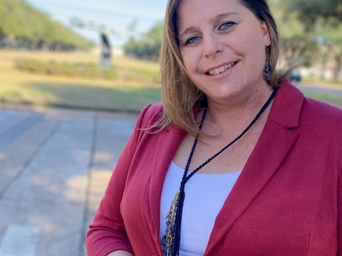 Woman helps military spouses like her adapt, overcome change
