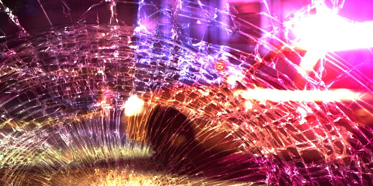1 person dies after 2-vehicle wreck on Highway 64 in Smith County