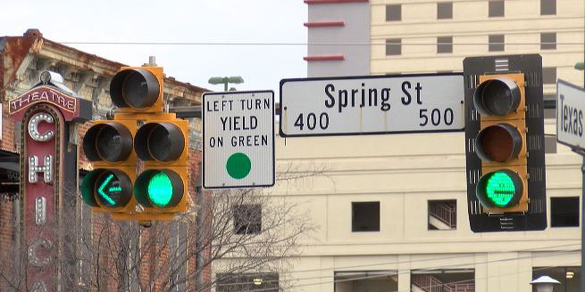 LaDOTD installs temporary turn signal for downtown Shreveport intersection