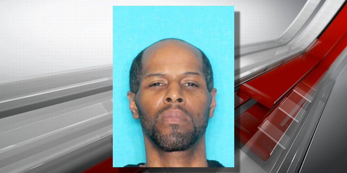 Suspect sought in fatal shooting at convenience store turns himself in