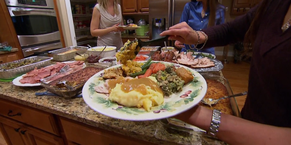 Experts: Thanksgiving dinner does not have to be a diet killer