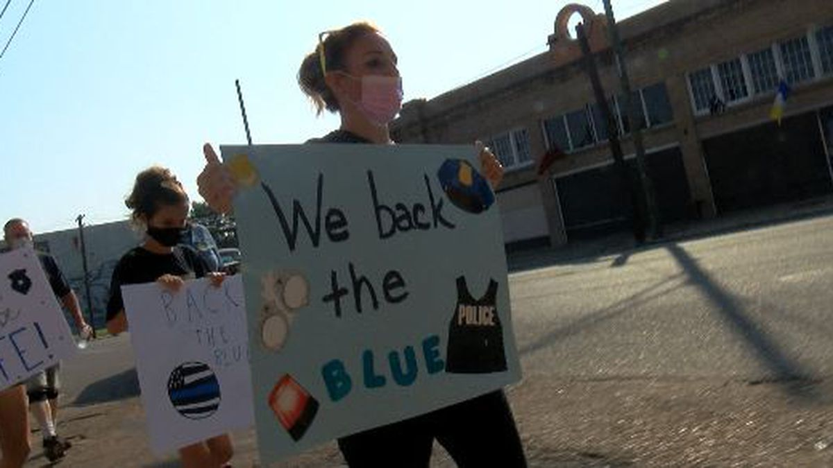 """Back the Blue"" demonstrators want more understanding for law enforcement officers"