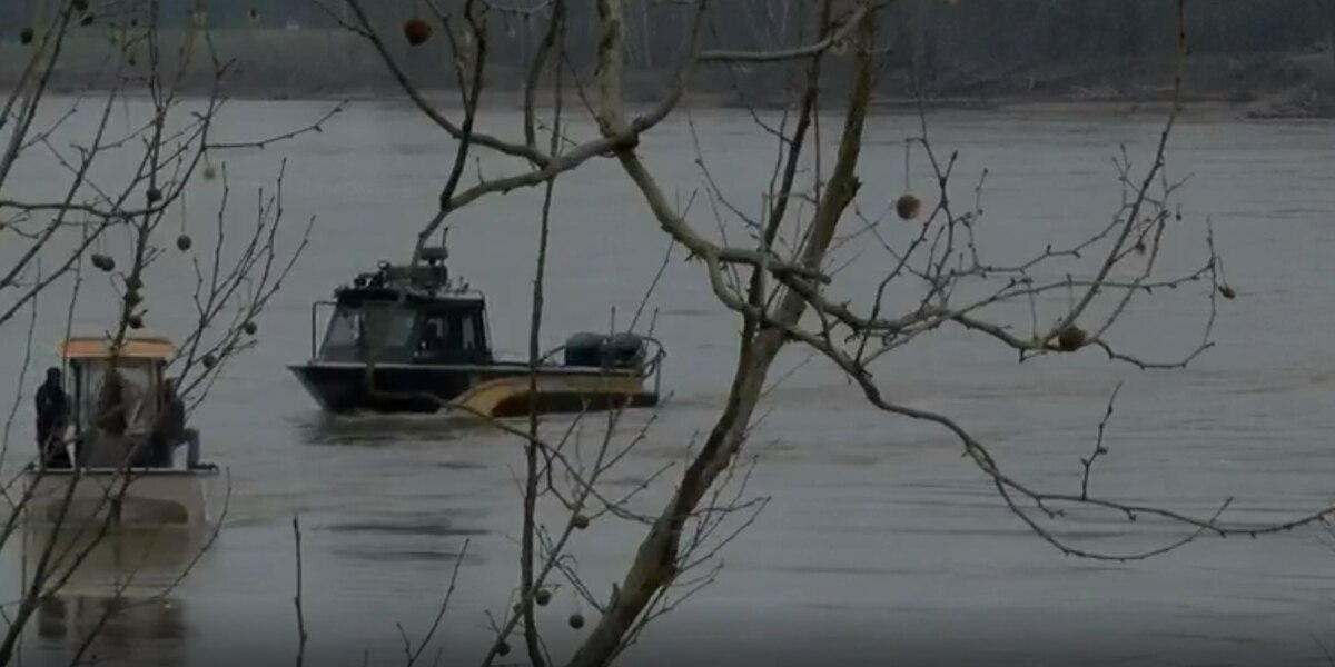 Recovery crew arrives to the scene of missing aircraft in Red River