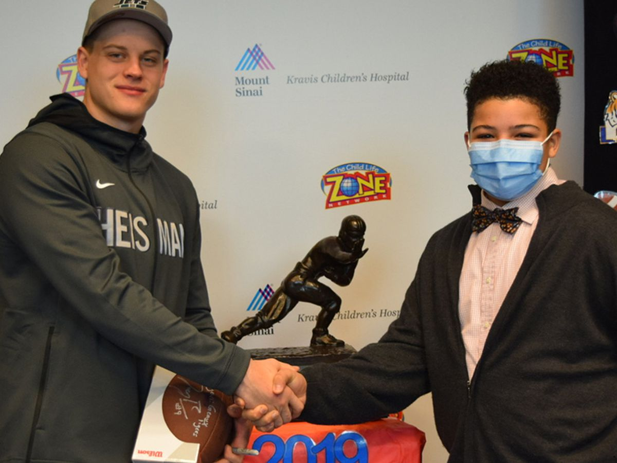 Heisman Trophy winner Joe Burrow visits teen football player at NY children's hospital
