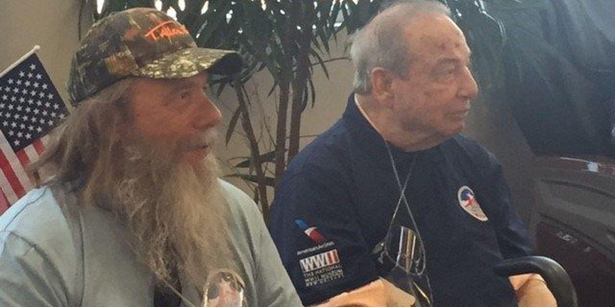 Actor Gary Sinise flies veterans to New Orleans' WWII Museum