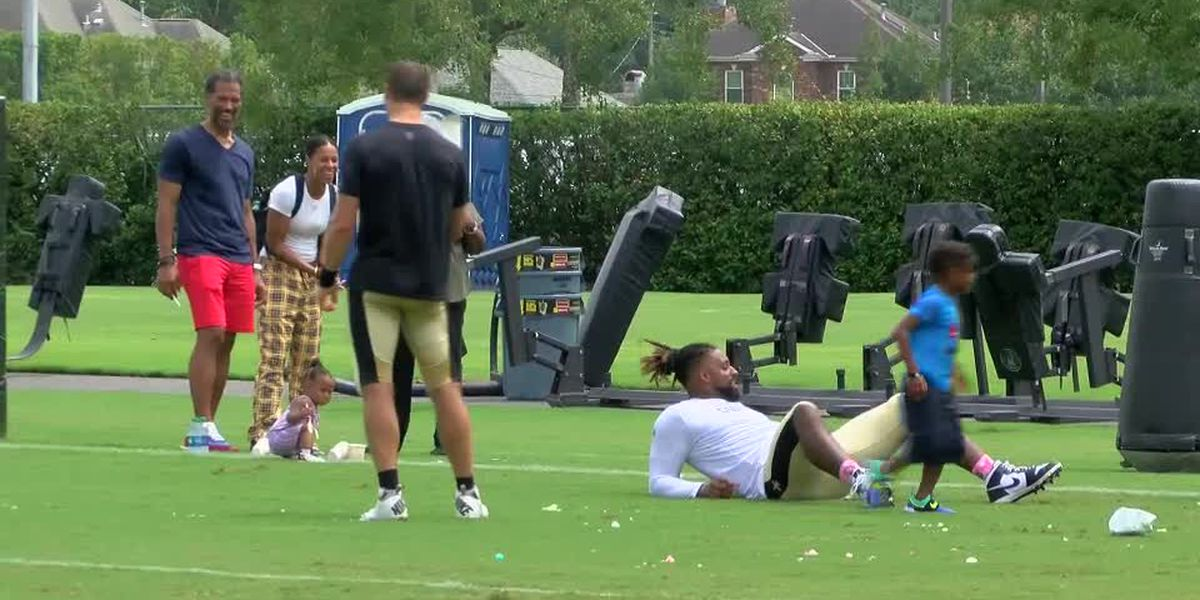 Brees and Jordan get into a snoball fight at Saints camp