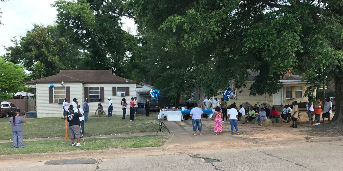 Vigil held for elderly man found dead in his Shreveport home