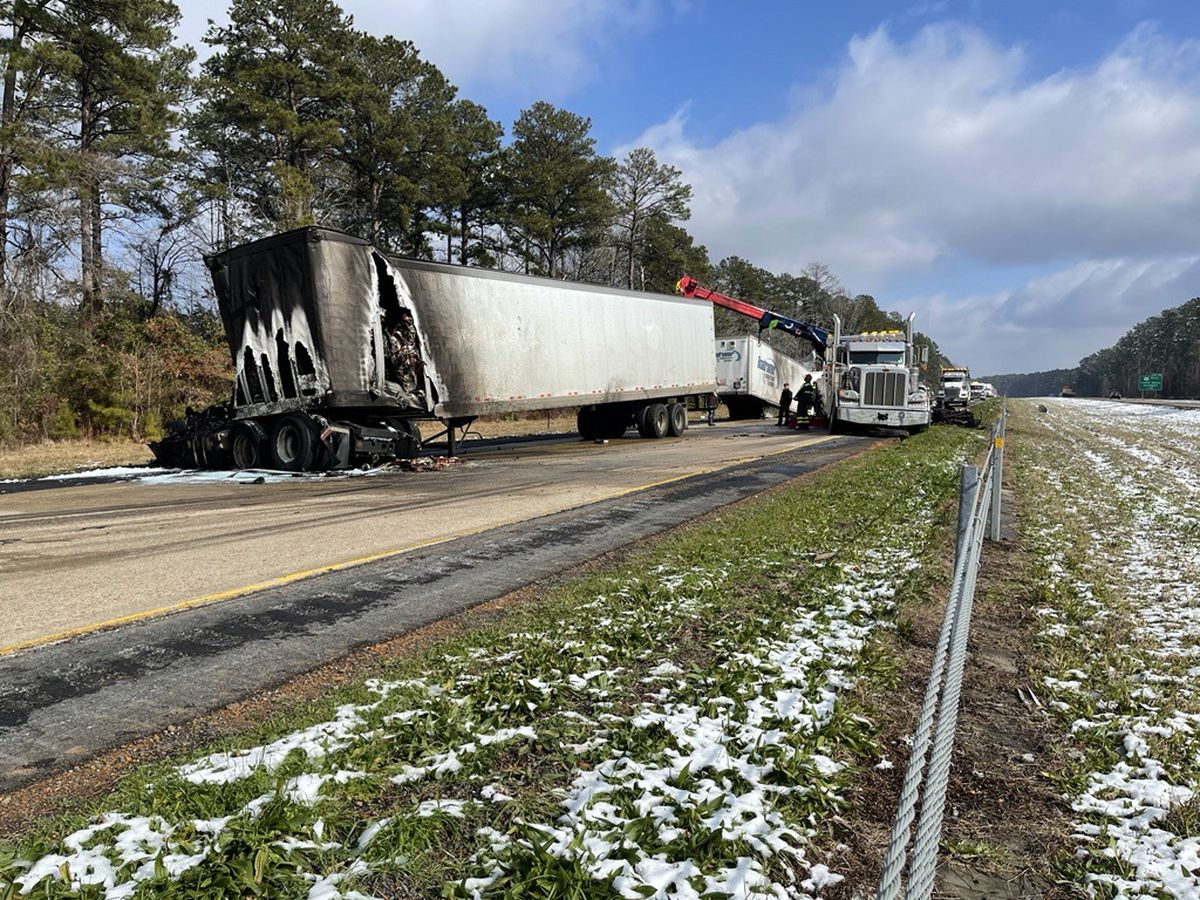 Wreck closes I-20 W near Dixie Inn exit following crash