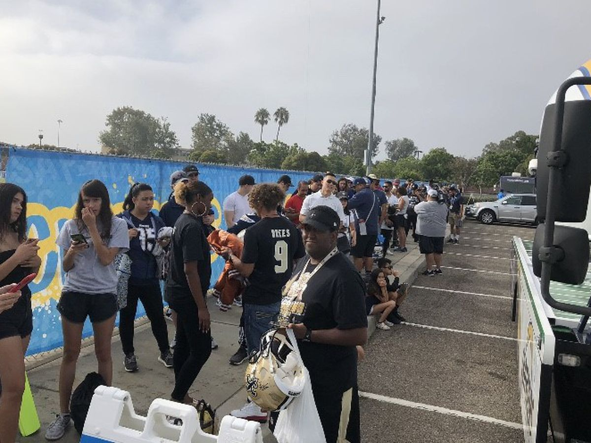 Saints fans show up in big numbers for dual practice with Chargers