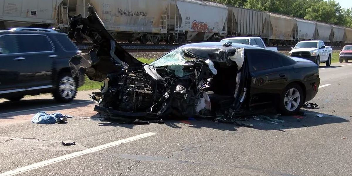 1 dead, another hurt as a result of 3-vehicle wreck involving 18-wheeler