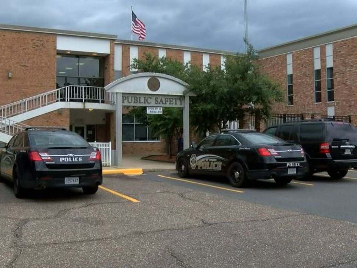 Minden police chief wants 2 officers involved in Facebook controversy to quit
