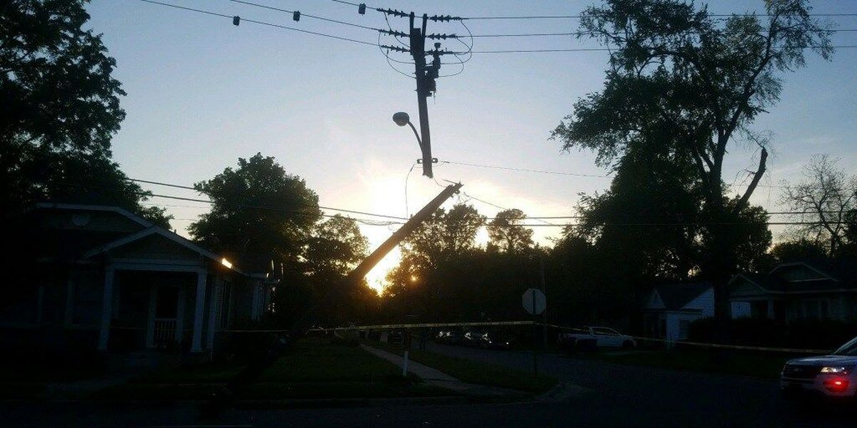 Hundreds of SWEPCO customers without power after car crash
