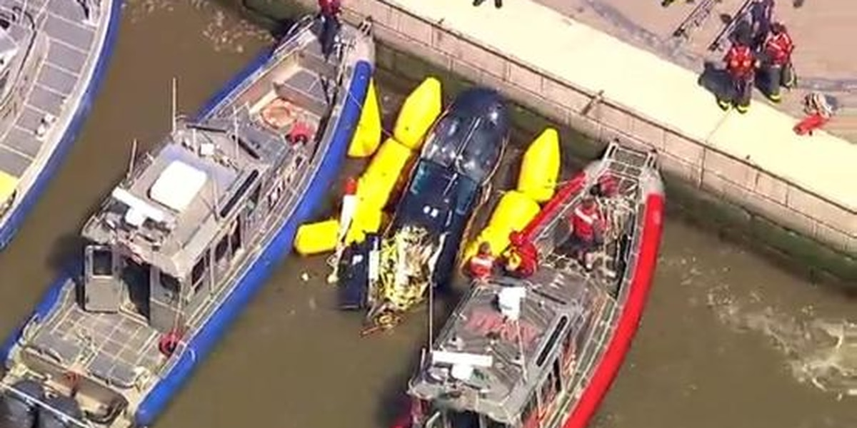 Helicopter crashes into Hudson River