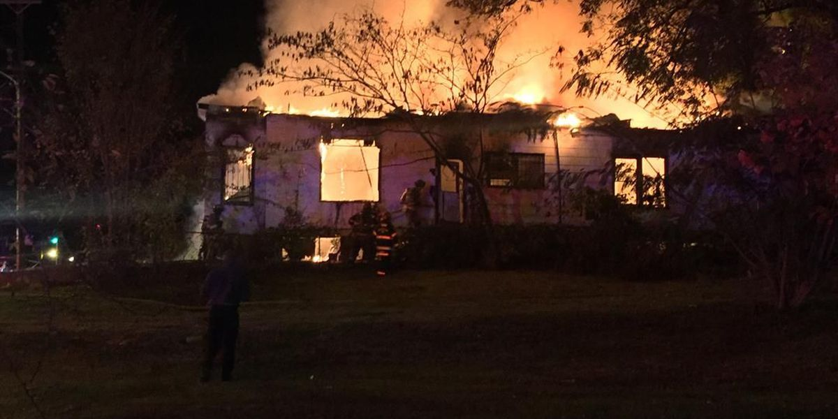 Couple escapes burning vacant house