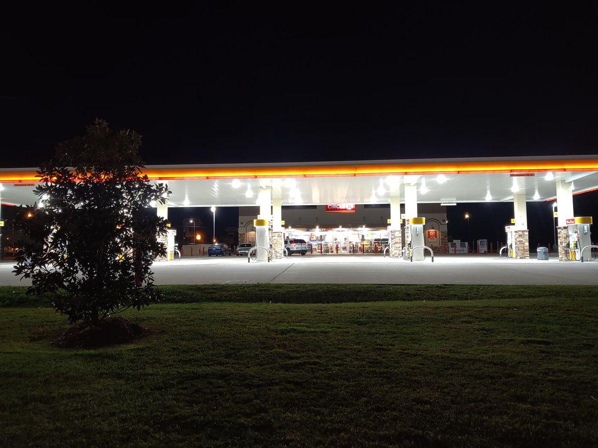 South Shreveport Circle K robbed at gunpoint; suspect sought