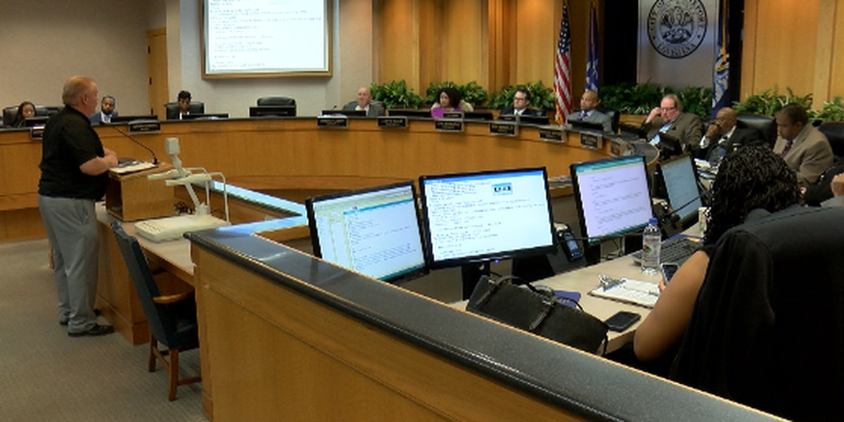 Proposed trash fee draws large crowd at city council