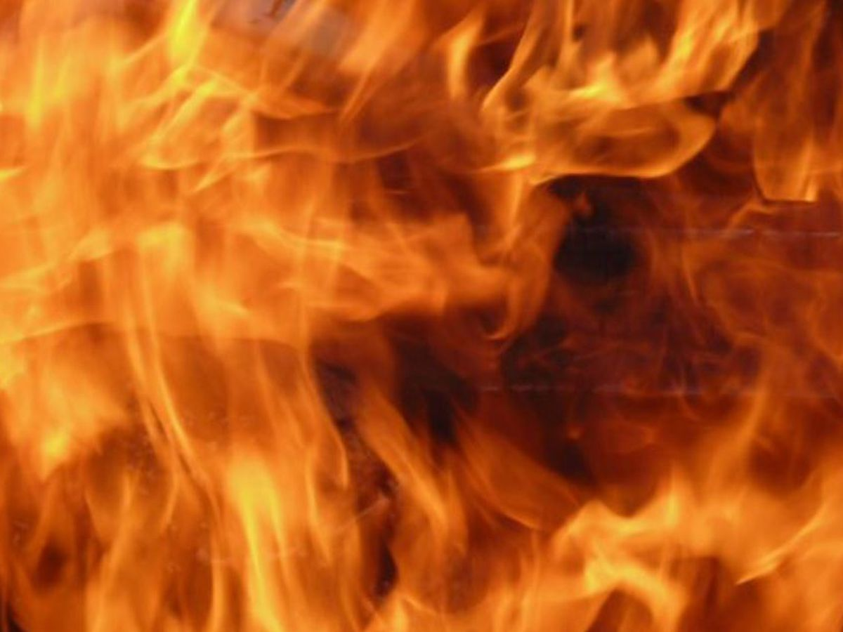 Fire damages Shreveport mobile home
