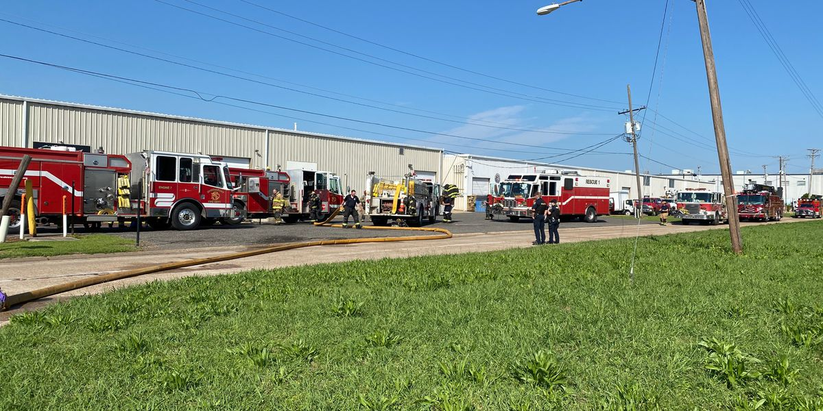 SFD battles blaze at Shreveport car battery distributer