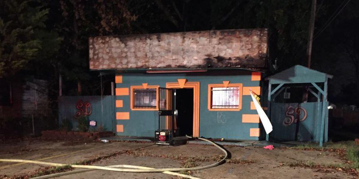 Firefighters investigate flames at vacant Shreveport restaurant