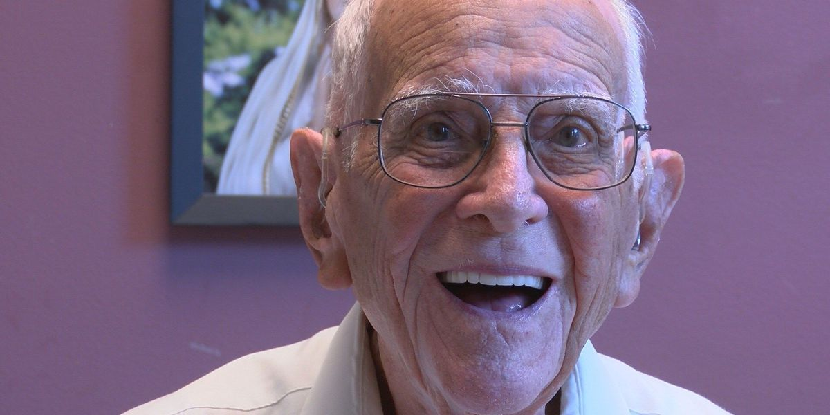KSLA Salutes: WWII Veteran William 'Bill' Flores; Faith, family & fighting for our country