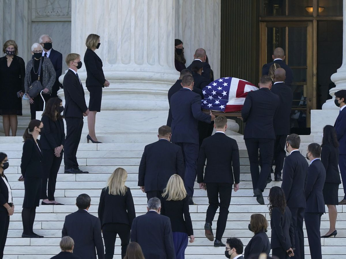 Long lines of mourners pay respects to Ginsburg at court