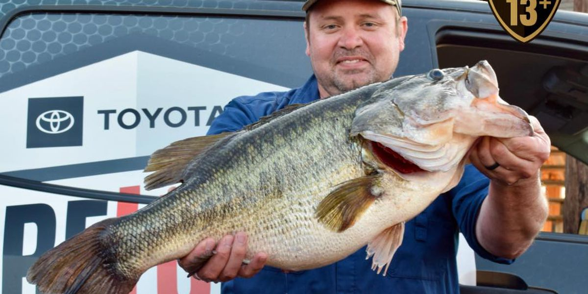 Whitehouse fisherman hooks record-setting bass at Lake Tyler