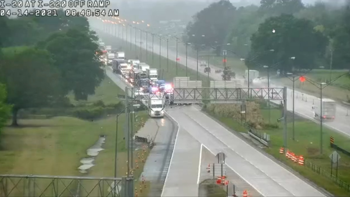 Wreck closes Interstate 20 east in Bossier City