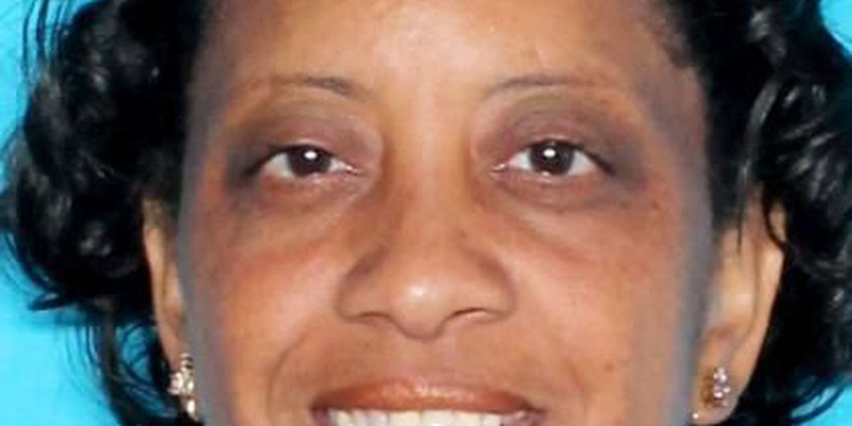 Shreveport woman wanted on theft charges
