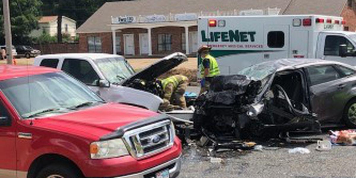 Woman dead in Texarkana wreck, police investigating