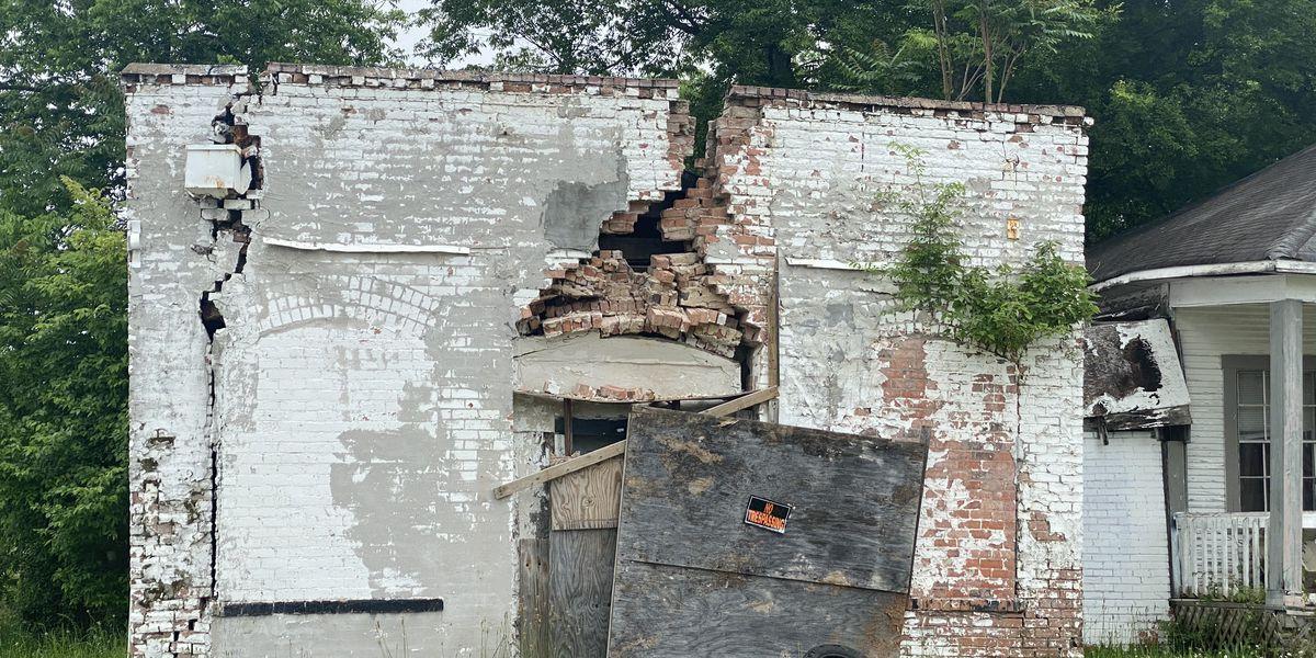 Shreveport neighborhood urges city to demolish crumbling building before someone gets hurt