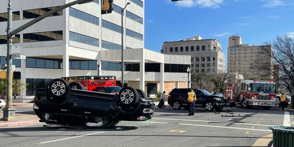 1 person hurt in 2-vehicle wreck downtown