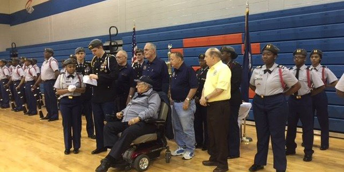 Southwood High School receives donation from veterans group