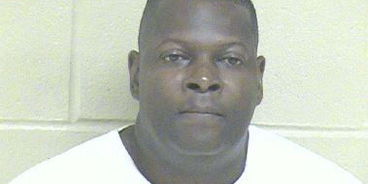 Shreveport firefighter charged with cruelty, prostitution