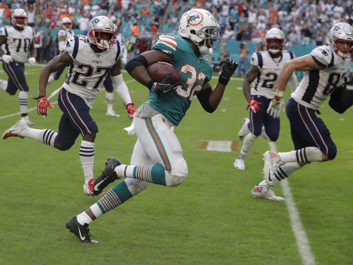 Drake scores on wild final play as Miami beats Pats 34-33
