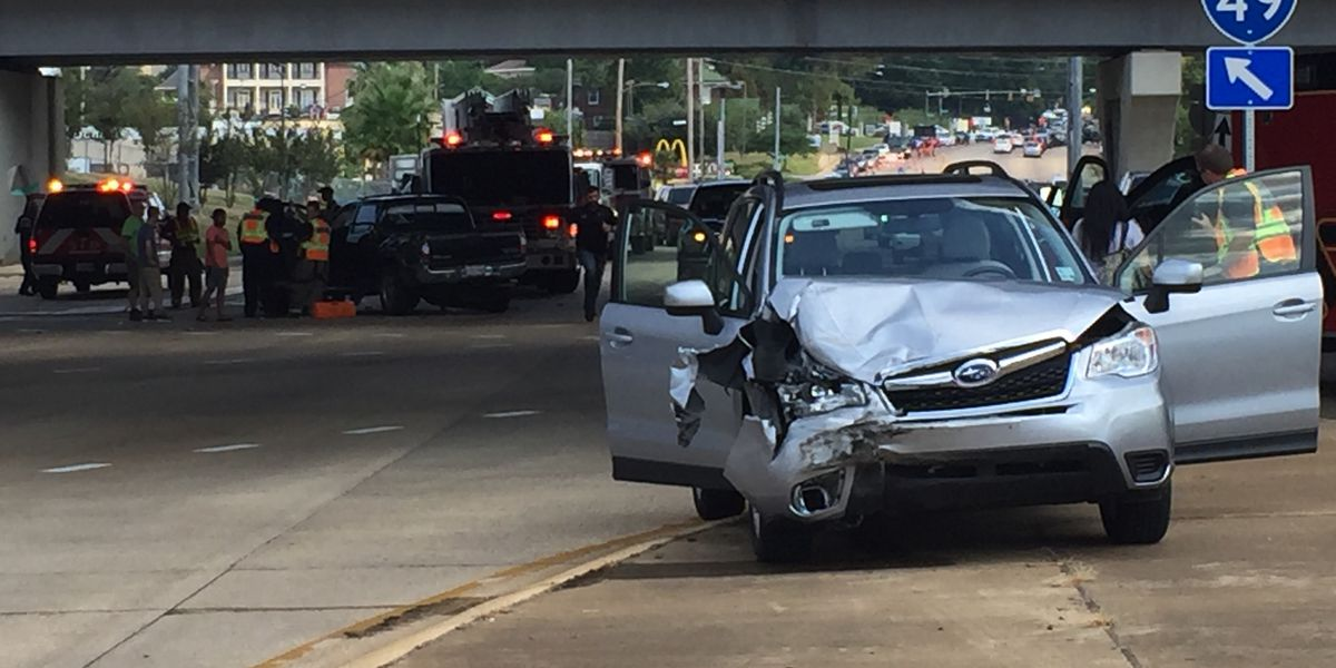 Wreck impacts travel on Kings Hwy. in Shreveport