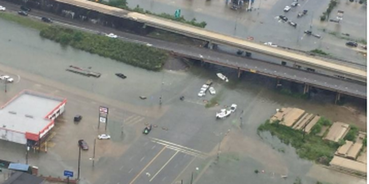 Caddo sheriff, 9 deputies head to SE TX to help rescue people