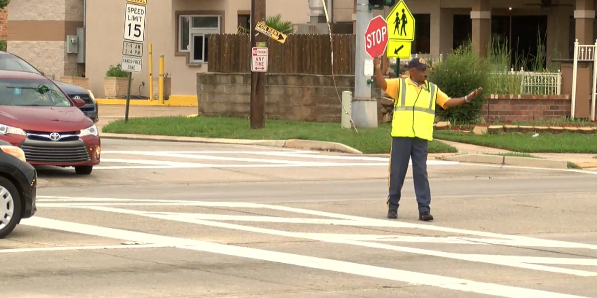 Shreveport cuts spending on school crossing guards