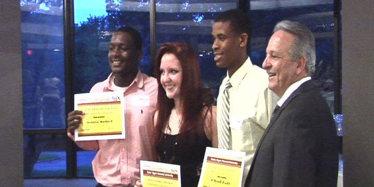 Eight seniors honored at annual Athlete of the Week banquet