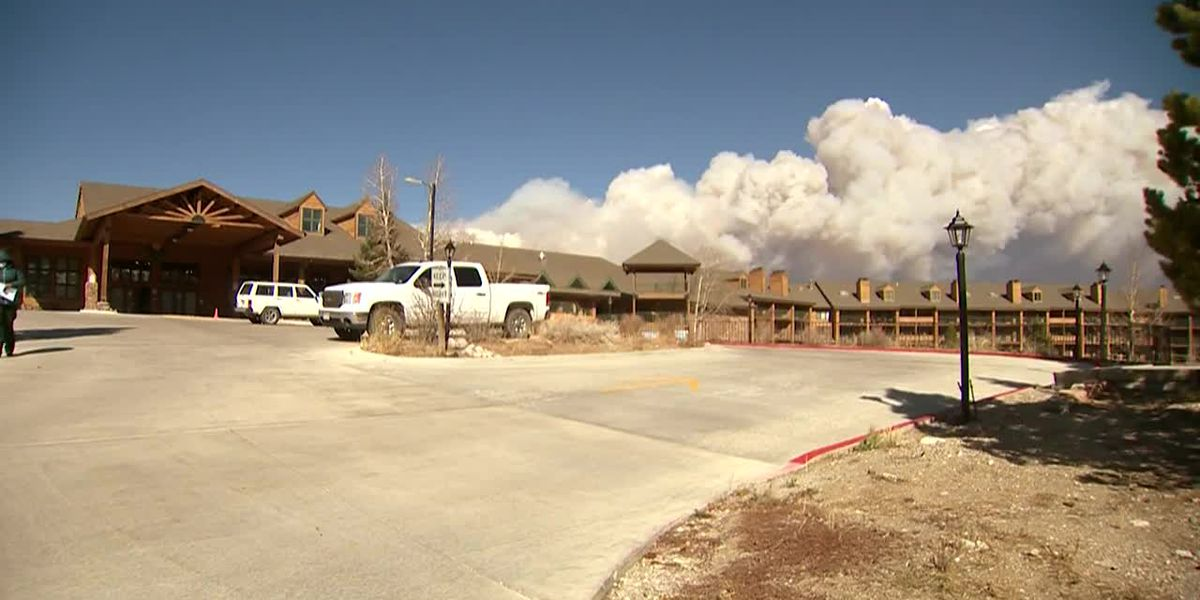 Hotel front desk worker in Colo. deals with approaching East Troublesome fire