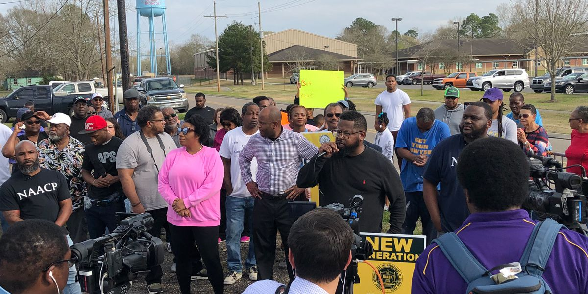 Zachary Councilman Lael Montgomery holds rally to call for resignation of principal following teacher arrest