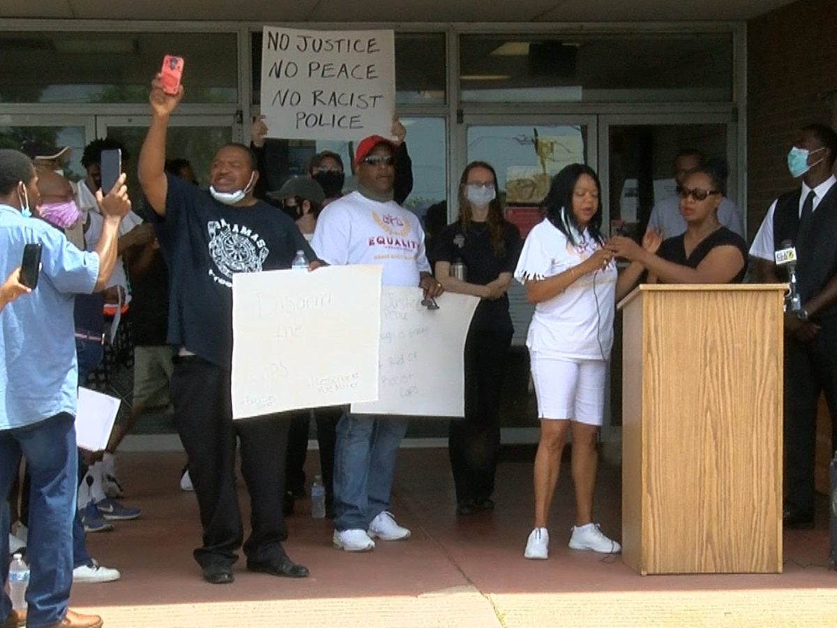 Activist calls for Shreveport police chief's resignation